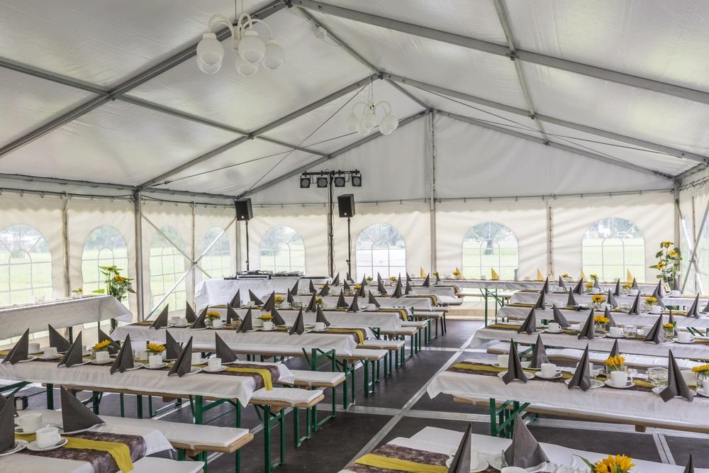 Namiot handlowy ekspresowy – idealne rozwiązanie podczas targów i imprez w plenerze